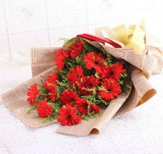 16枝红色太阳花,黄莺点缀 包装: 英文报纸图片